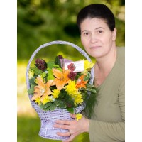 Basket with lilies and chrysanthemums
