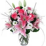 Buchet cu 3 crini ,5 trandafiri  si 3 crizanteme