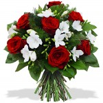 Buchet trandafiri rosii  si frezii