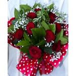 Buchet 17 trandafiri rosii si gypsofila